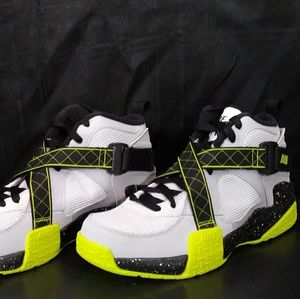 Nike Air Raid Size 5 Youth NIB!